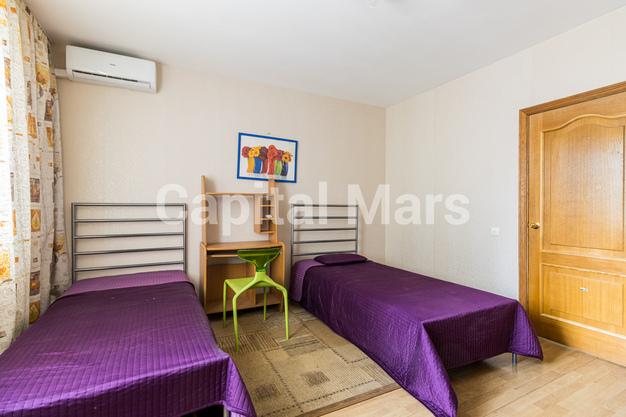 Жилая комната в квартире на ул. Героев Панфиловцев, д. 3