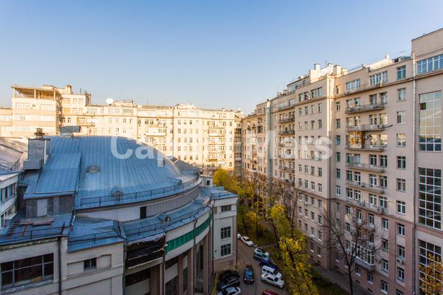 Вид из окна в квартире на ул. Серафимовича, д. 2
