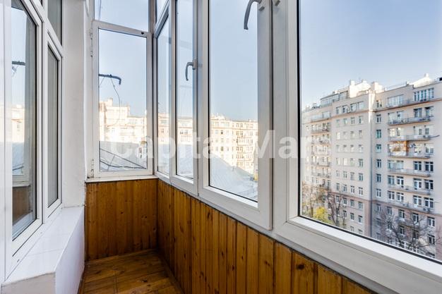 Балкон в квартире на ул. Серафимовича, д. 2
