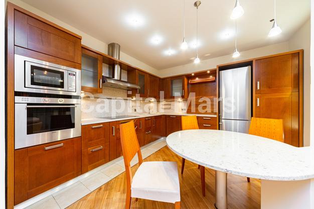 Кухня в квартире на ул. Авиационная, д. 79В