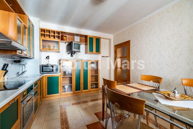Кухня в квартире на ул. Зоологическая, д. 4