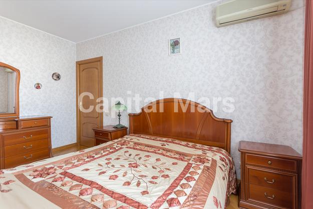 Спальня в квартире на ул. Профсоюзная, д. 93, к. 4