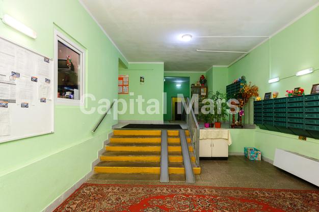 Подъезд в квартире на ул. Псковская, д. 9, к. 2