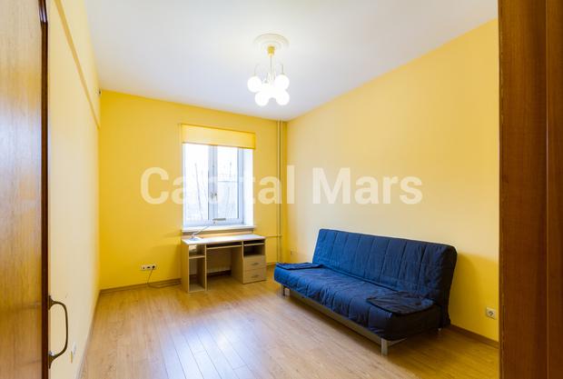 Жилая комната в квартире на ул. Панфилова, д. 2, к. 2