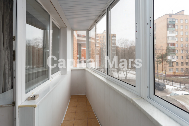 Балкон в квартире на ул. Маршала Тухачевского, д. 58, к. 3
