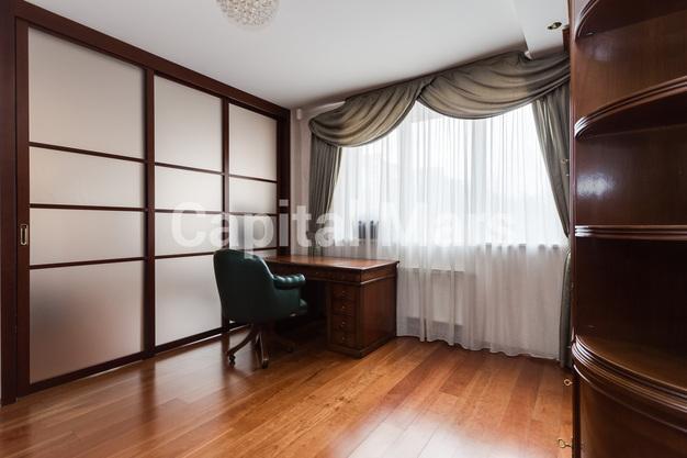 Кабинет в квартире на ул. Маршала Тухачевского, д. 58, к. 3