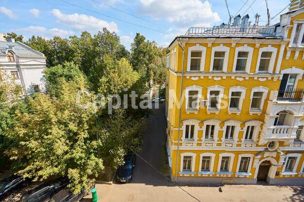 Вид из окна в квартире на Трубниковский пер, д. 24, стр. 1